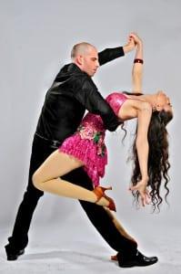 ריקוד סלסה בסטודיו לרקוד מהלב