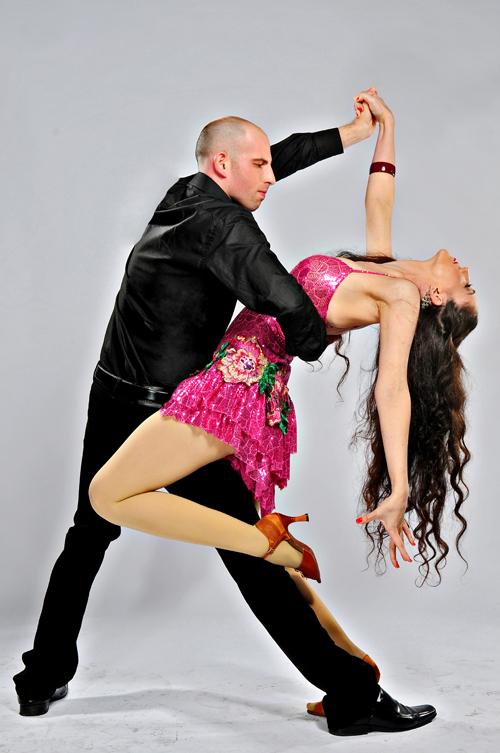 לימוד ריקודי זוגות סלסה וריקודים סלוניים בסטודיו לרקוד מהלב
