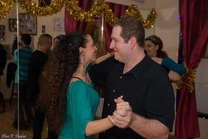 מסיבת ריקודי זוגות בסטודיו לרקוד מהלב