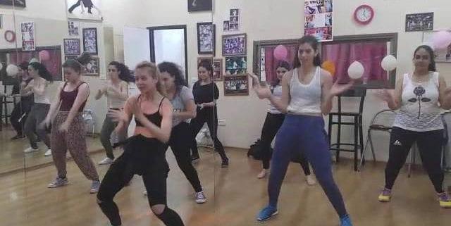 שיעור ריקוד היפ הופ לנשים
