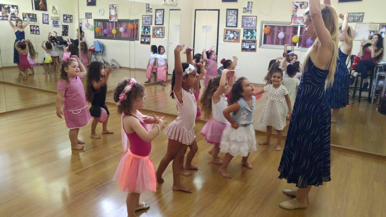 שיעור בלט נסיכות - יום הולדת לאורין בסטודיו לרקוד מהלב