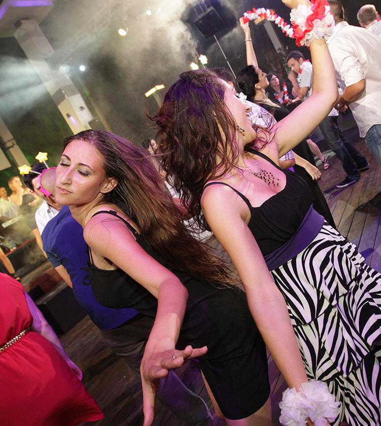 ריקוד חופשי ברחבת הריקודים