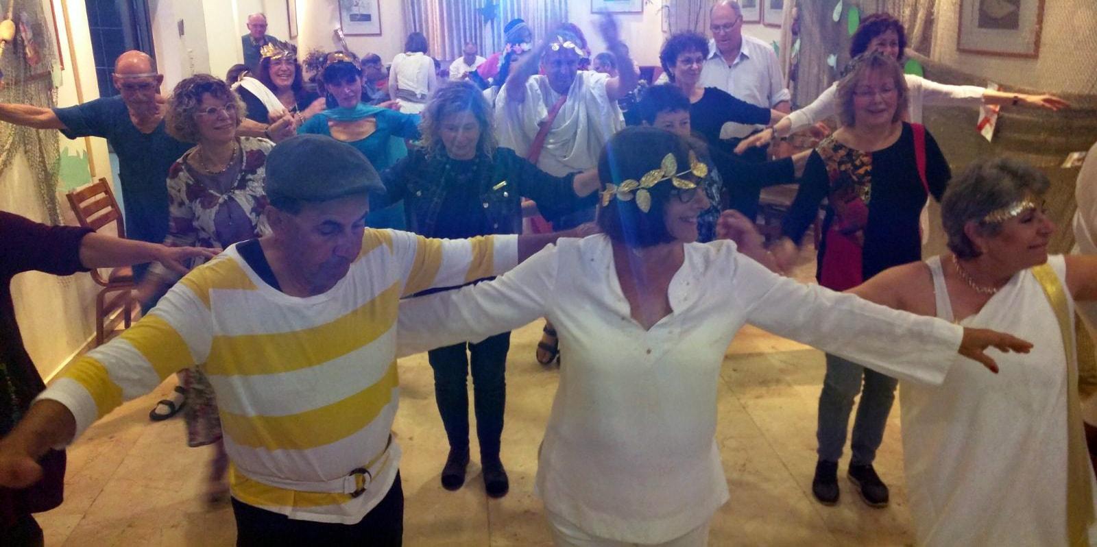 ריקוד יווני בסטודיו לרקוד מהלב