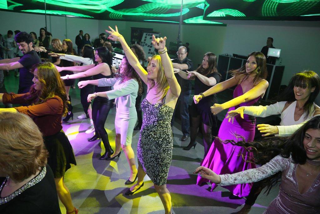 ריקוד פלאש מוב המוני עם סטודיו לרקוד מהלב