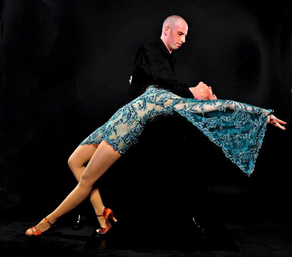 ריקודים סלוניים ולטיניים לרקוד מהלב