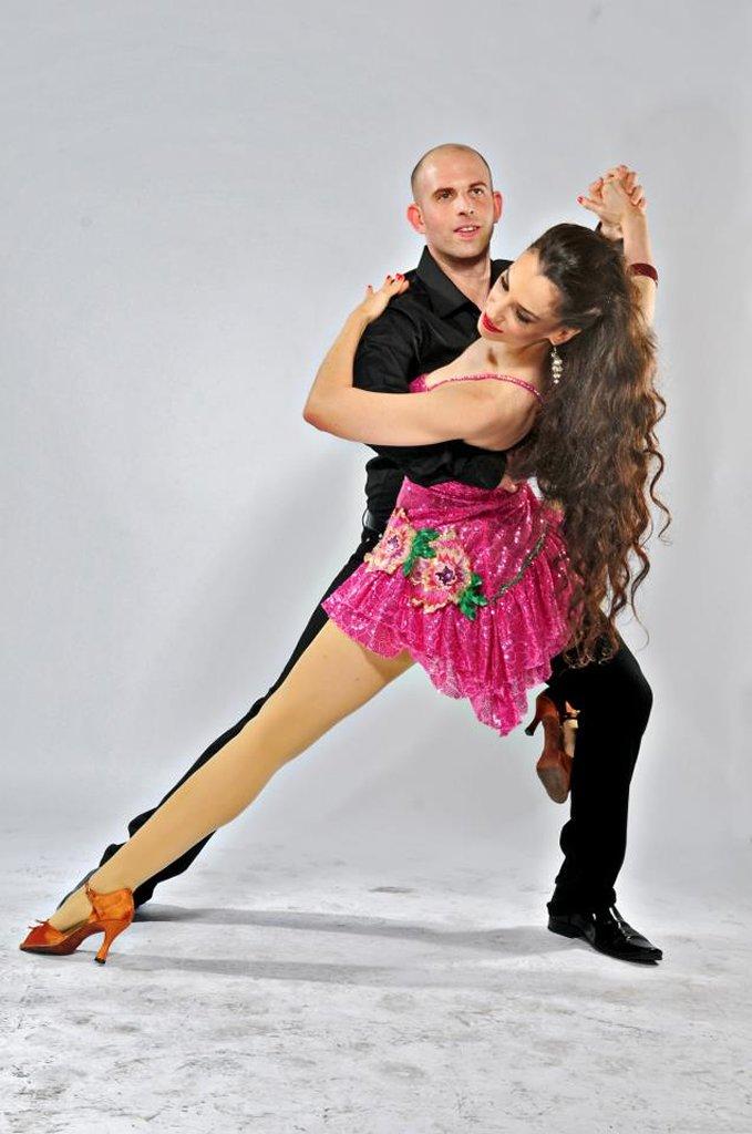 ריקודים סלוניים ולטיניים בסטודיו לרקוד מהלב